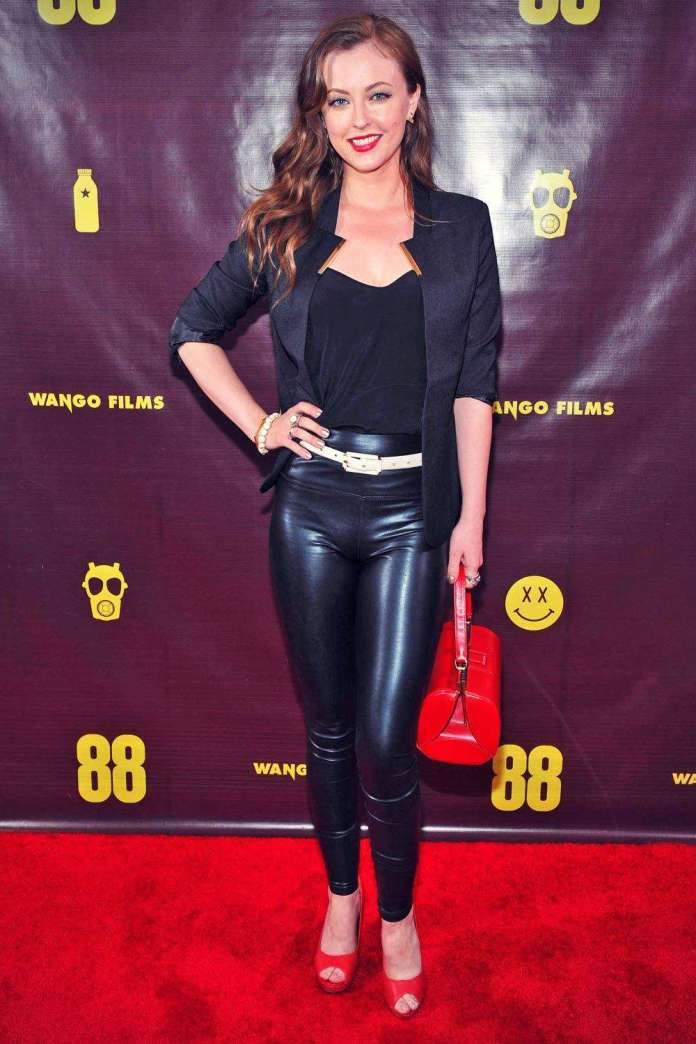Katharine Isabelle sexy pics