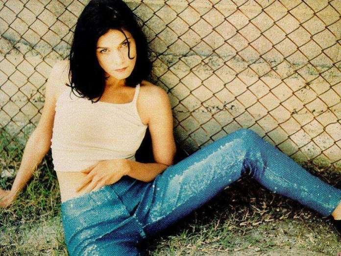 Linda Fiorentino hot look