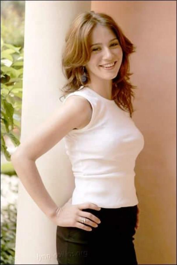 Lynn Collins side boobs pics