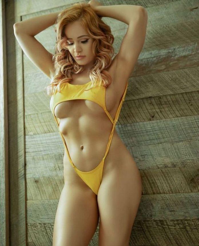 Scarlett Bordeaux boobs