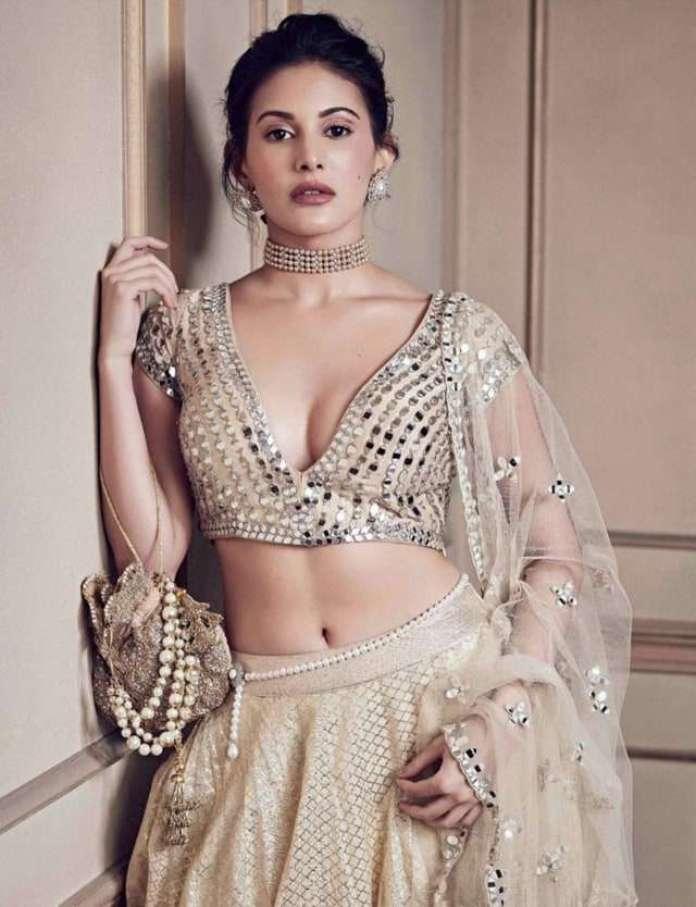 Amyra Dastur sexy pic
