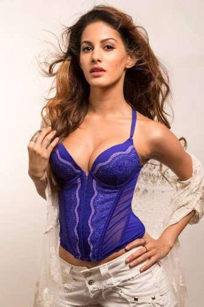 Amyra Dastur sexy