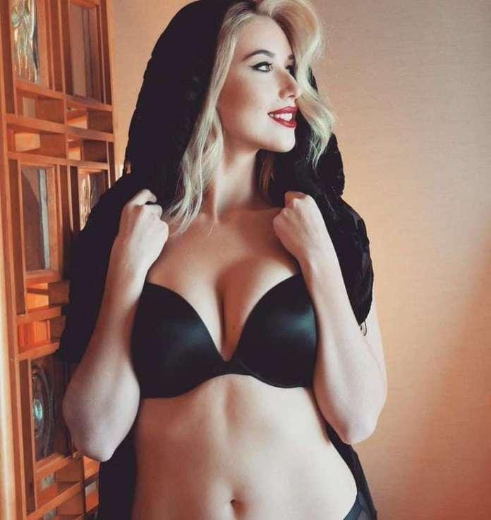 Noelle Foley sexy pics