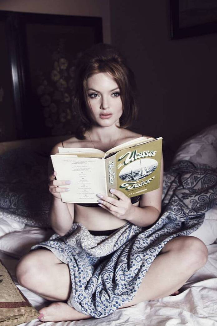 Holliday Grainger sexy Pic