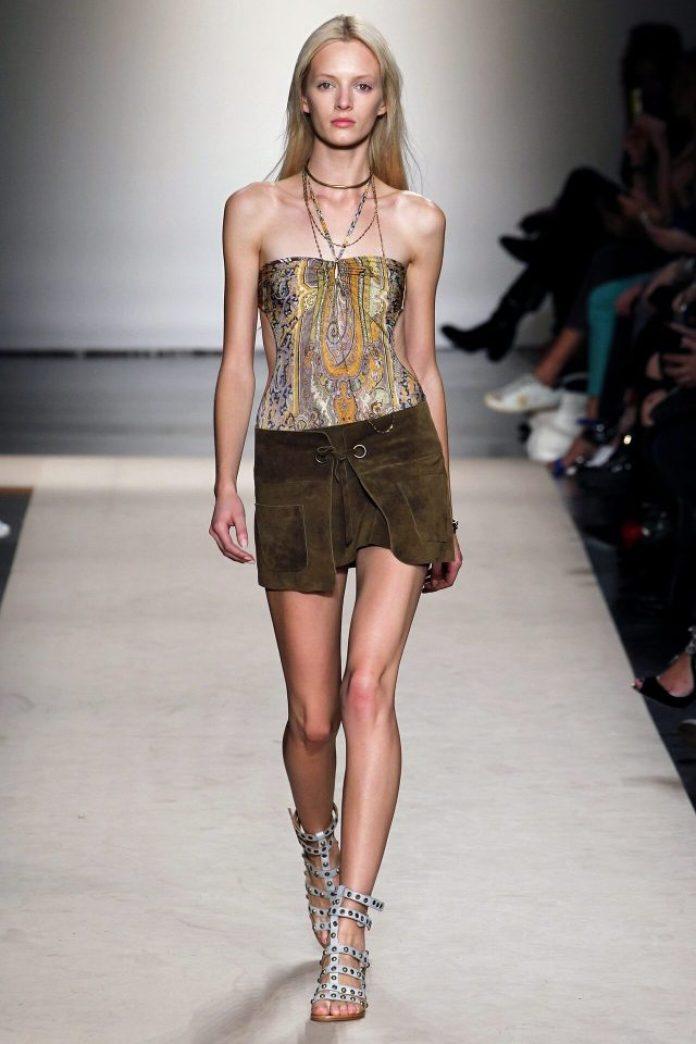 Daria Strokous sexy legs
