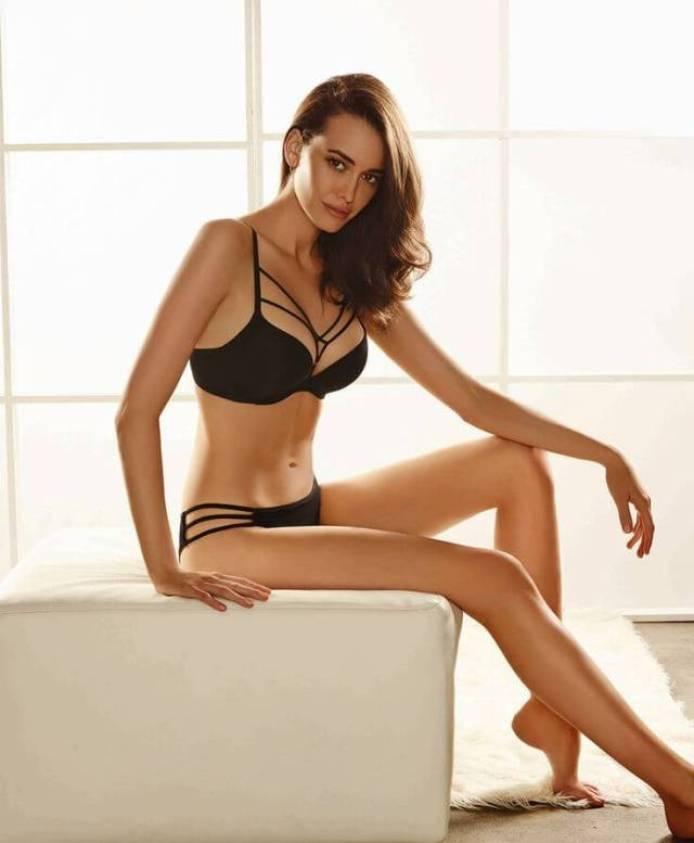 Sarah Stephens sexy bikini