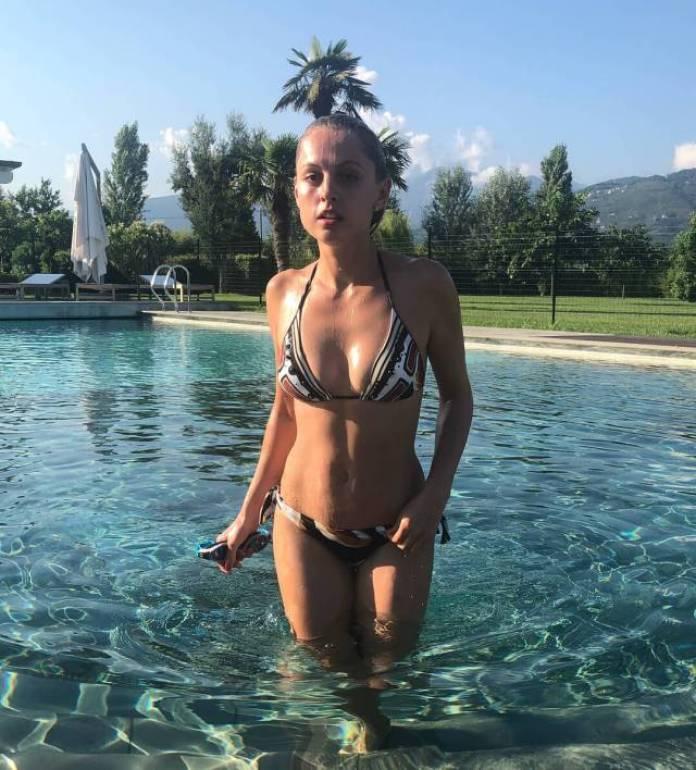 Yanina Studilina sexy