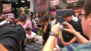 comic-con-2013-evangeline-lilly-signing-squickerwonkers (10)