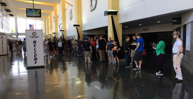 Line for Wizard World Madison 2017