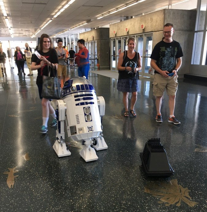 R2-D2 at Wizard World Madison 2017