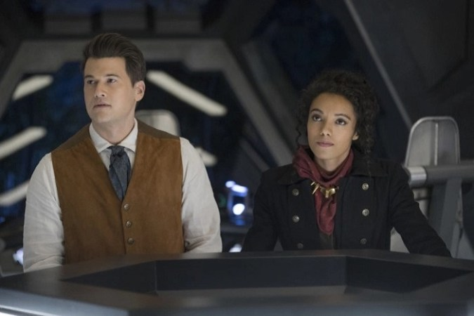 Nate (Nick Zano) and Amaya (Maisie Richardson-Sellers) in Legends of Tomorrow