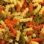 Receta de Comida Peruana con fideos de colores