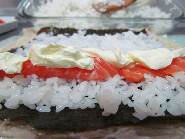 Enrolando o sushi
