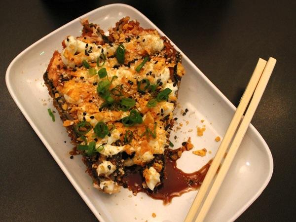 Hot Camarão: camarão e queijo cremoso empanado com molho tarê. Foto de Michele Xavier
