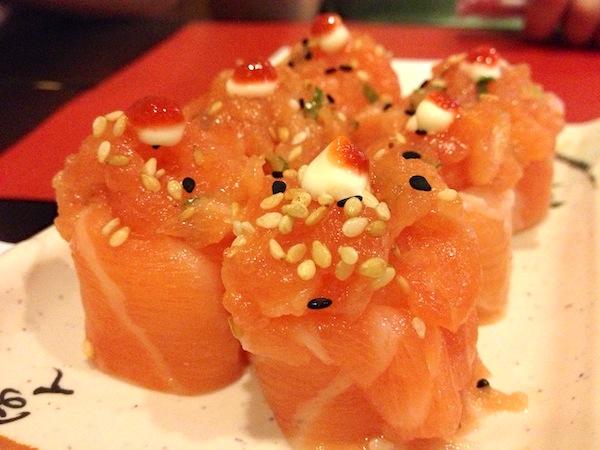 Sushi Joe e sashimi de atum ao molho de ostra e tataki de entrada