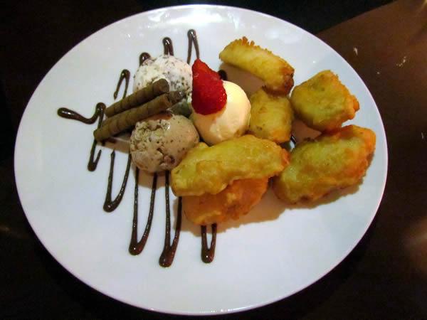 Tempura de banana com sorvete