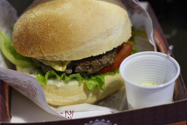 food-park-pres-kennedy-hamburguer-costela