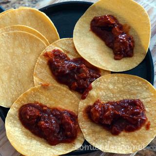 Tacos de Pollo en Salsa Roja de Chile Ancho