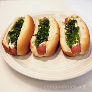 Hot Dogs Con Crema Chile y Cilantro