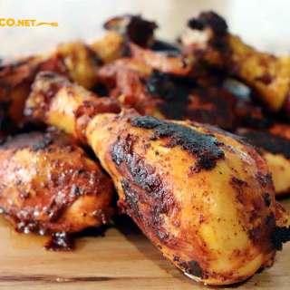Pollo al achiote, comiendo rico