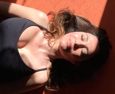 Posturas invertidas de yoga: halasana