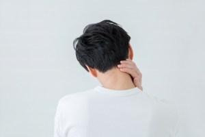 体調不良に悩む男性