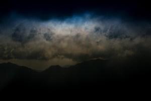 危険な雲行き