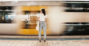 電車で出会いを探そう!通勤や通学の電車で気になる人にアプローチをする方法を徹底解説!