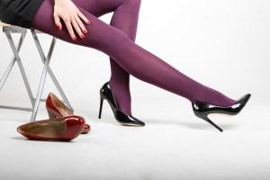 紫のタイツ