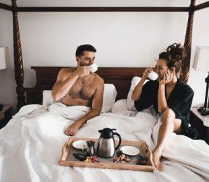 早朝にセックスする