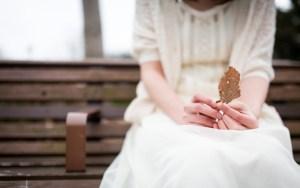 心情と枯れ葉を重ねる