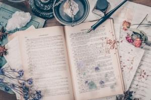 洋書が置かれた魔女の机の写真素材