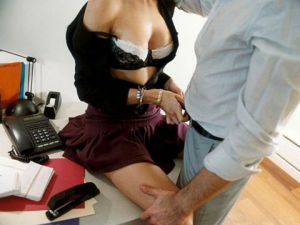 53a0462b90d79_-_cos-01-sex-at-work-desk-de