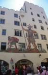 La façade du théâtre de la maison Goliath à Rastisbonne ! Die Fassade des Theaters des Hauses Goliath Rastisbonne!
