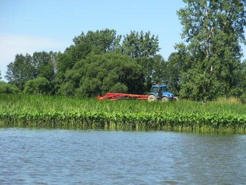 Tracteur en bordure du lac Saint-Pierre