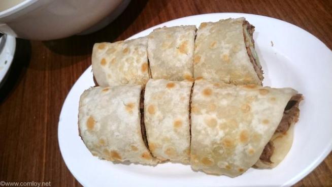 牛肉捲餅/牛肉入りクレープ (120元)