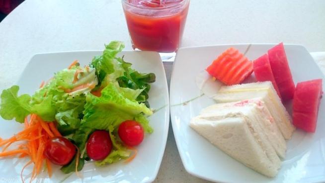タイ航空国内線ラウンジで簡単に昼飯。