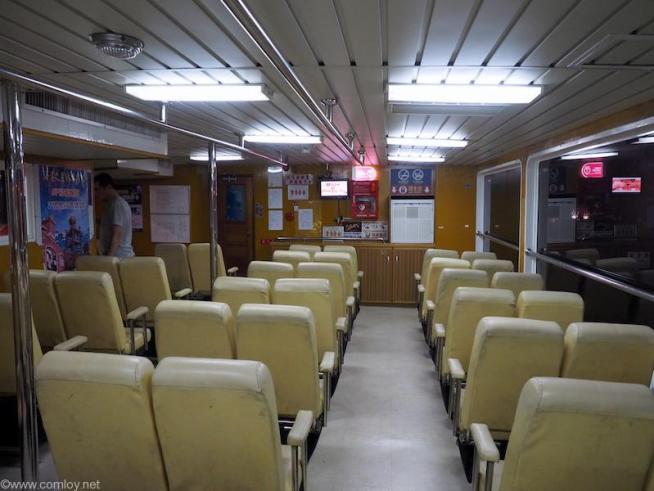 船内はシンプルです。10分しか乗りませんからね。