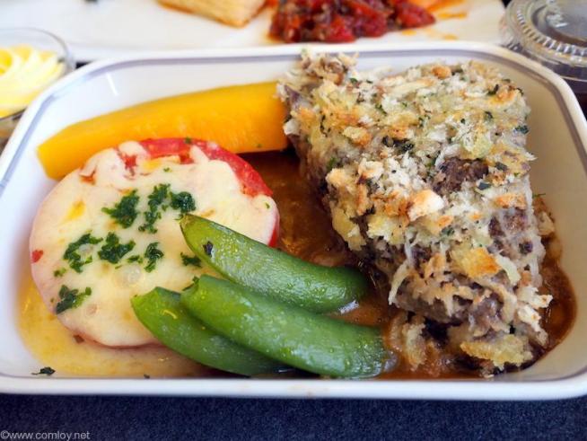メインディッシュ  牛フィレ肉のステーキ カサノバスタイル マディラソース