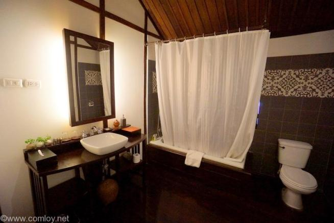 3 Nagas Luang Prabang Mgaller by Sofitel,Luang Prabang 浴室と洗面台