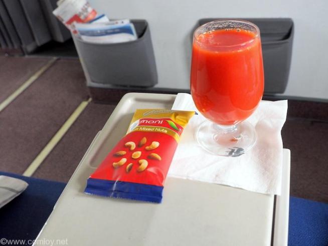 トマトジュースとナッツ