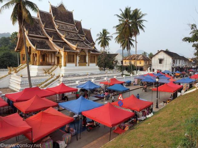 入口近くにあるRoyal Temple Haw Pha Bang(王宮博物館)