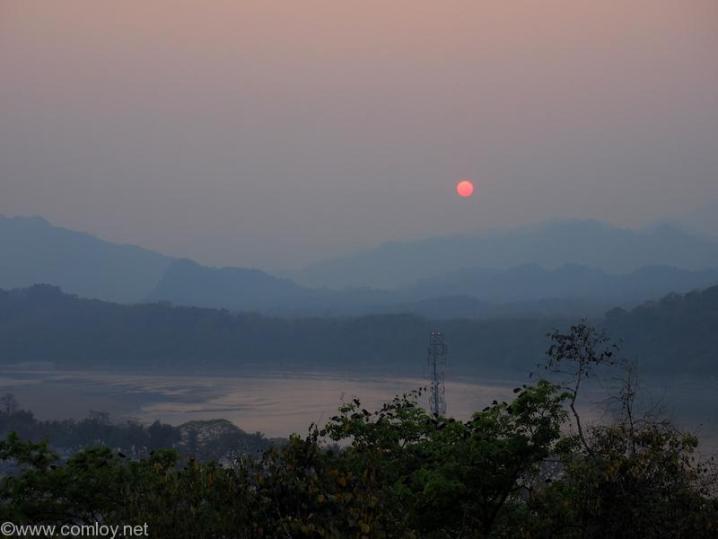 プーシーの丘 メコン川と夕日