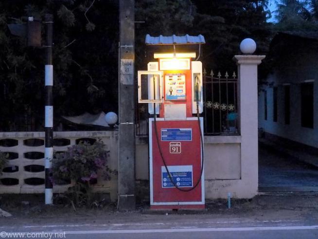 ガソリンスタンド?