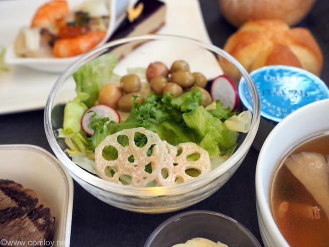日本航空 JL97 羽田 - 台北(松山) ビジネスクラス機内食 レンコンとビーンズのサラダ イタリアンドレッシング