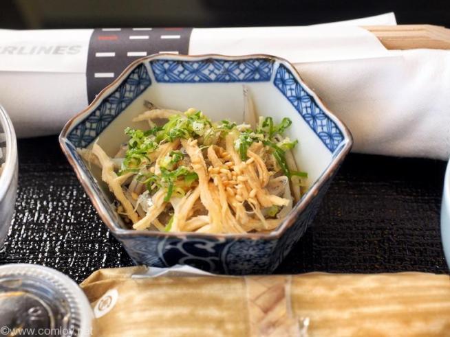 日本航空 JL98 台北(松山) - 羽田 ビジネスクラス機内食 小鉢 鶏ささみとしらすのおろし和え