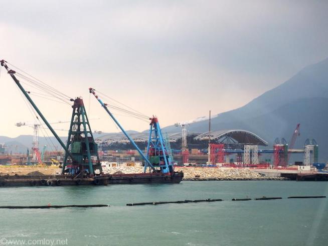 第3滑走路建設中の香港国際空港