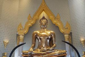 黄金仏(The Golden Buddha Temple Tri Mit Road Bangkok Thailand)
