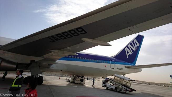 ANA2158成田空港到着後はバスでターミナルへ移動