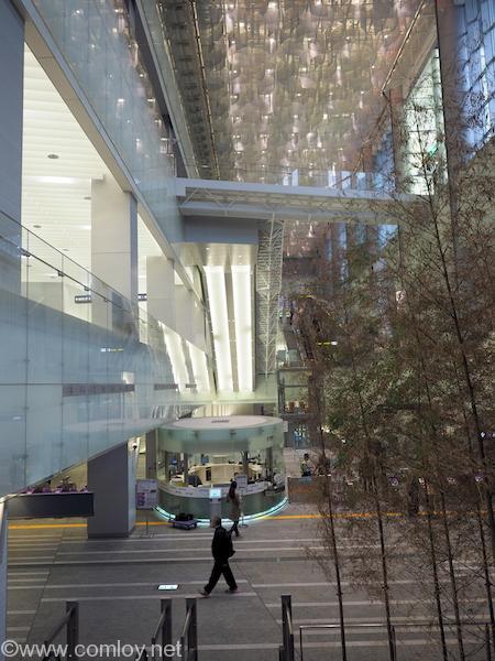 MRT 桃園空港線駅に到着